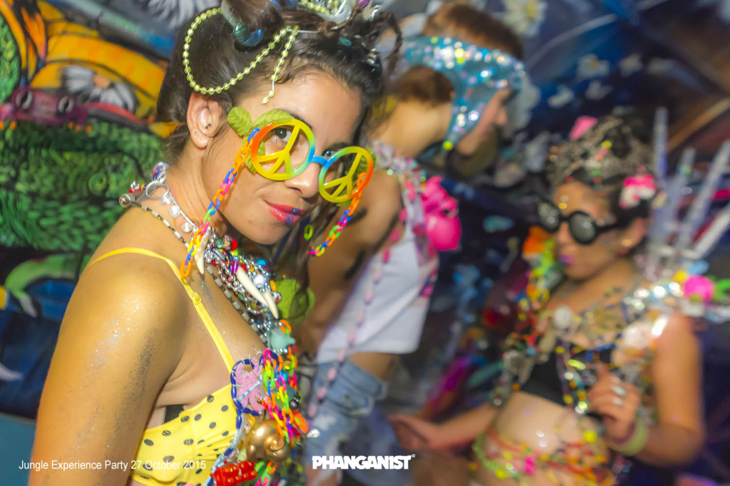 what to wear to jungle party koh phangan