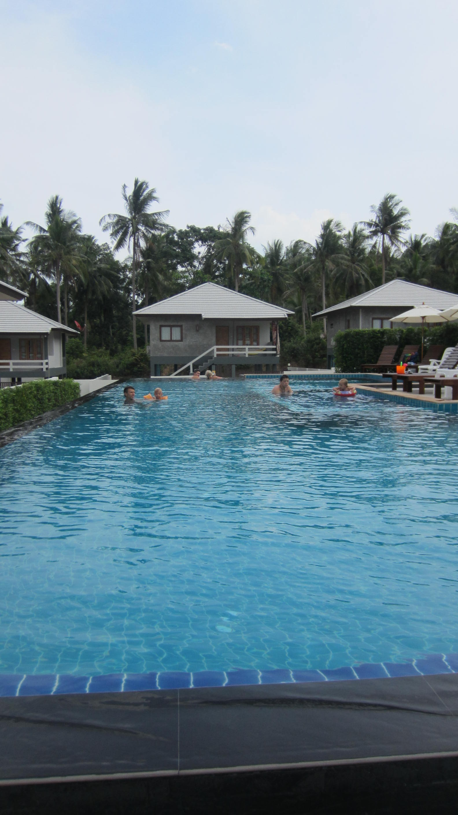 Modern house in woktum with shared swimming pool phangan for Modern house with swimming pool
